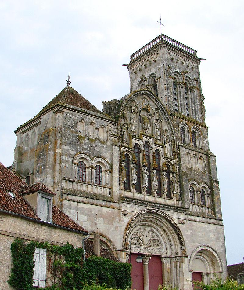 Esterno della Basilica di Velzelay.
