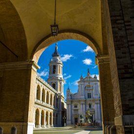 Gita in pullman nelle Marche: tra città d'arte, borghi storici e luoghi di fede